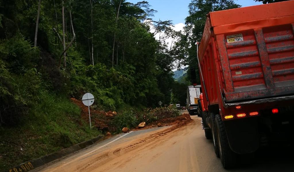 Cierre total en autopista Medellín-Bogotá por derrumbe