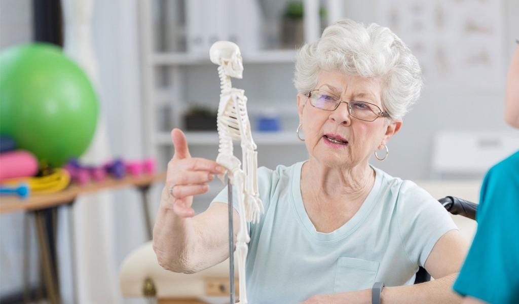 Con campaña buscan concientizar sobre la osteoporosis