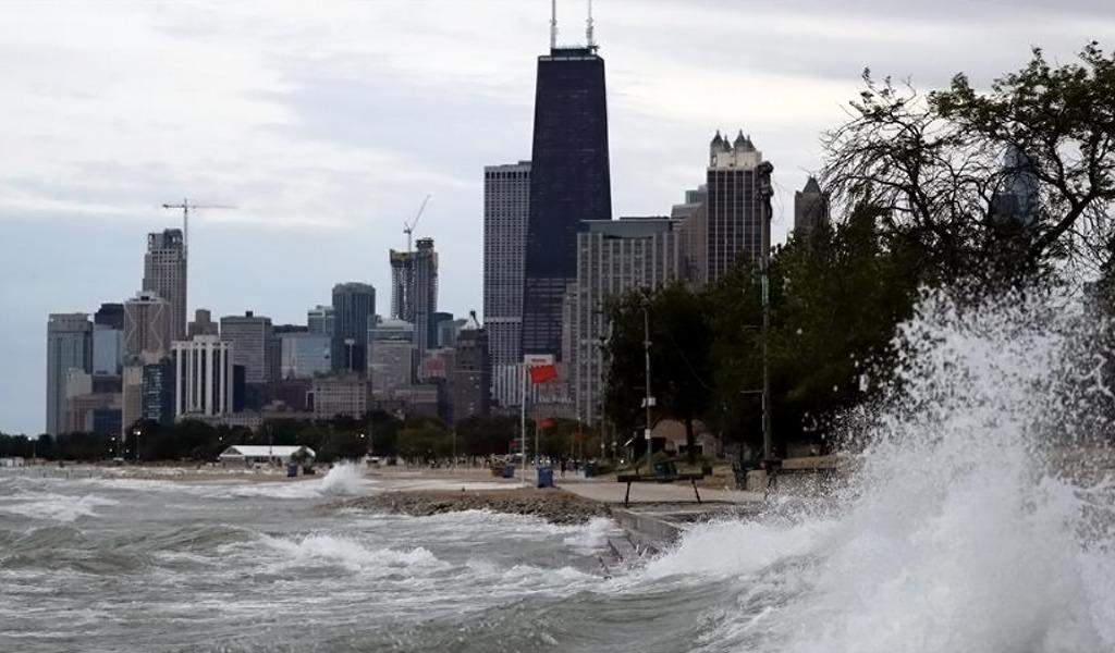 Gigantescas olas dejan una víctima fatal en Chicago