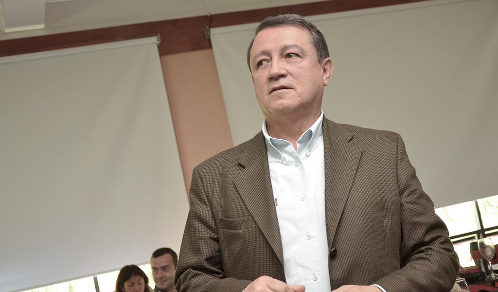 Ernesto Macias busca reducir nómina de contratistas