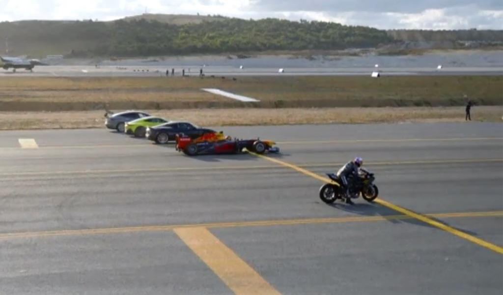 La moto que superó en una carrera de 400m a un jet