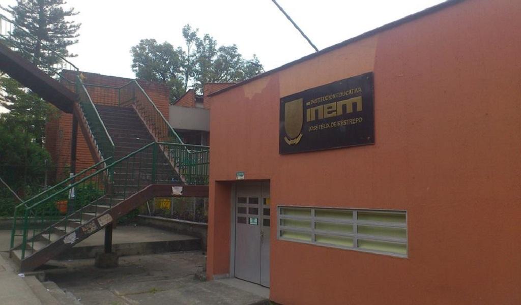 Polémica en colegio de Medellín por cambio de uniforme