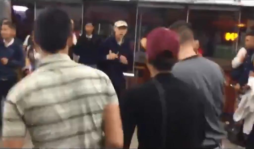 Bochornosa pelea de estudiantes en Transmilenio