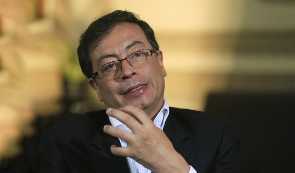 Petro desafía en redes el fallo sobre Uribe