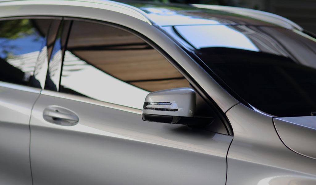 ¿Son buenos los vidrios oscuros en los carros?