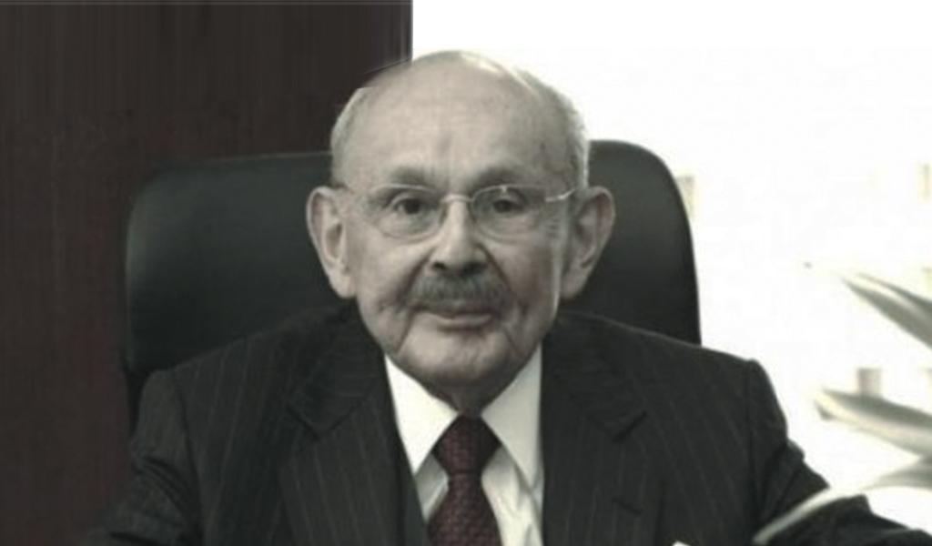 Luto por fallecimiento del exministro Abdón Espinosa