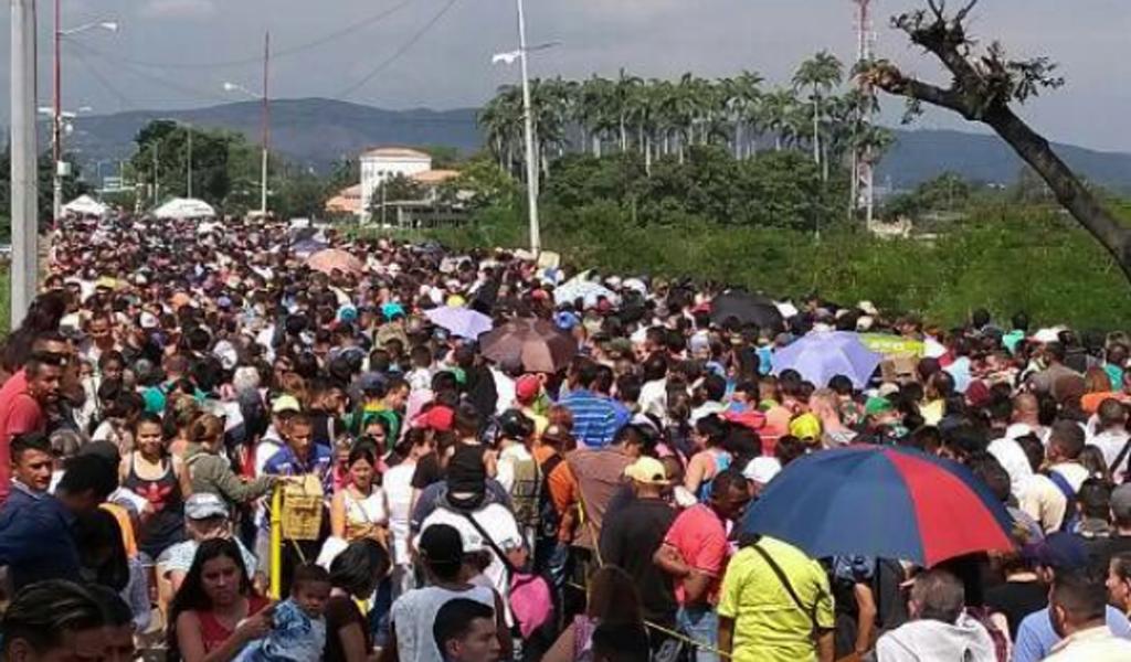 Embajadora venezolana regresa de Quito con 93 inmigrantes