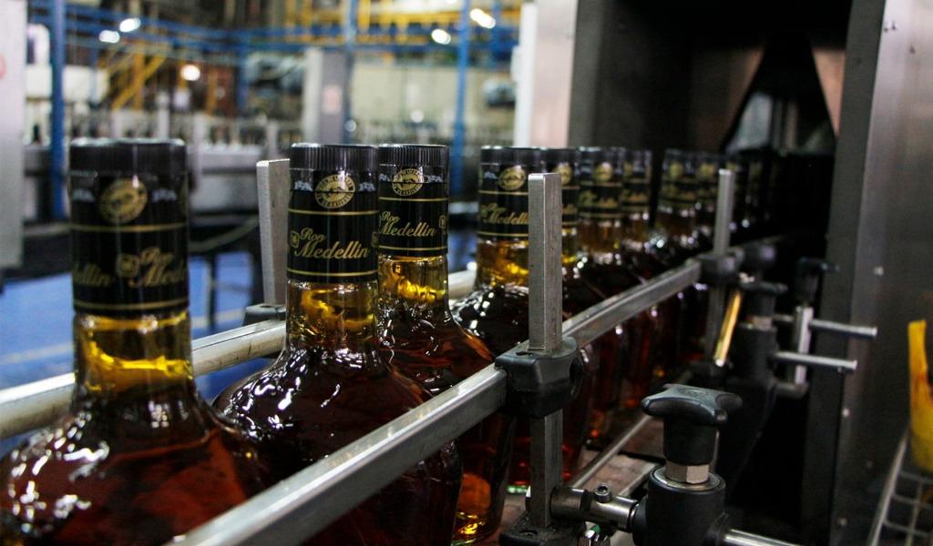 Así se envasan los licores en la Fábrica de Licores de Antioquia