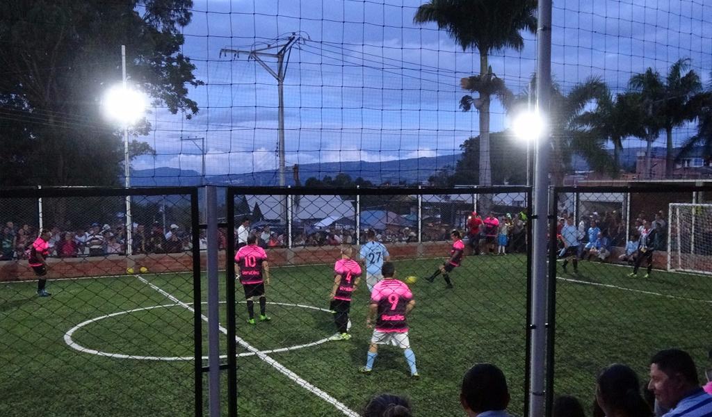 Dosis de fútbol y humor en Güepsa, Santander