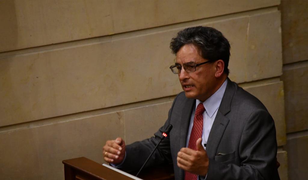 Cámara tumba moción de censura contra Carrasquilla