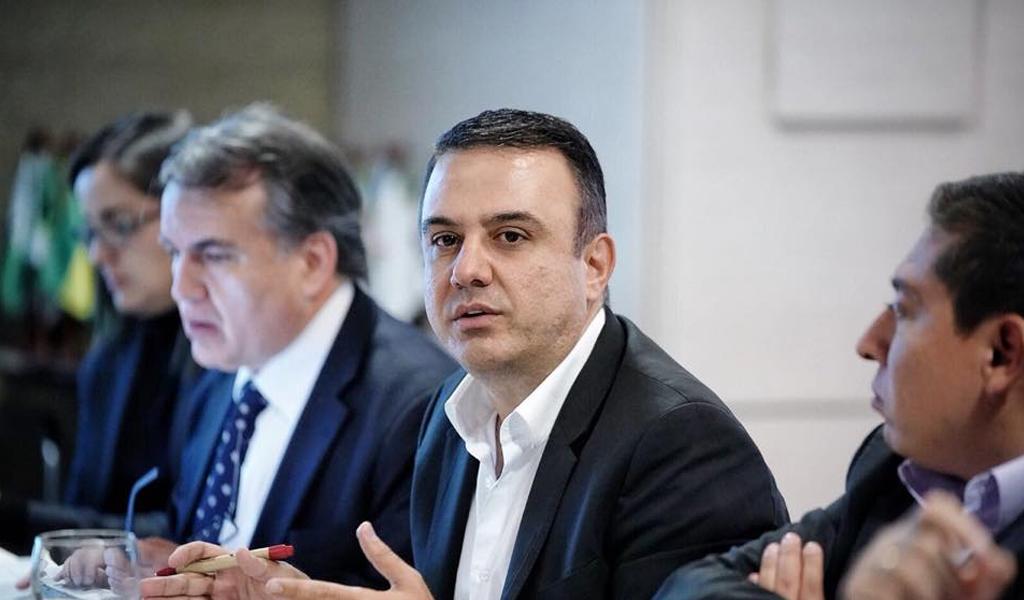 Tres meses más de suspensión para el gobernador de Córdoba