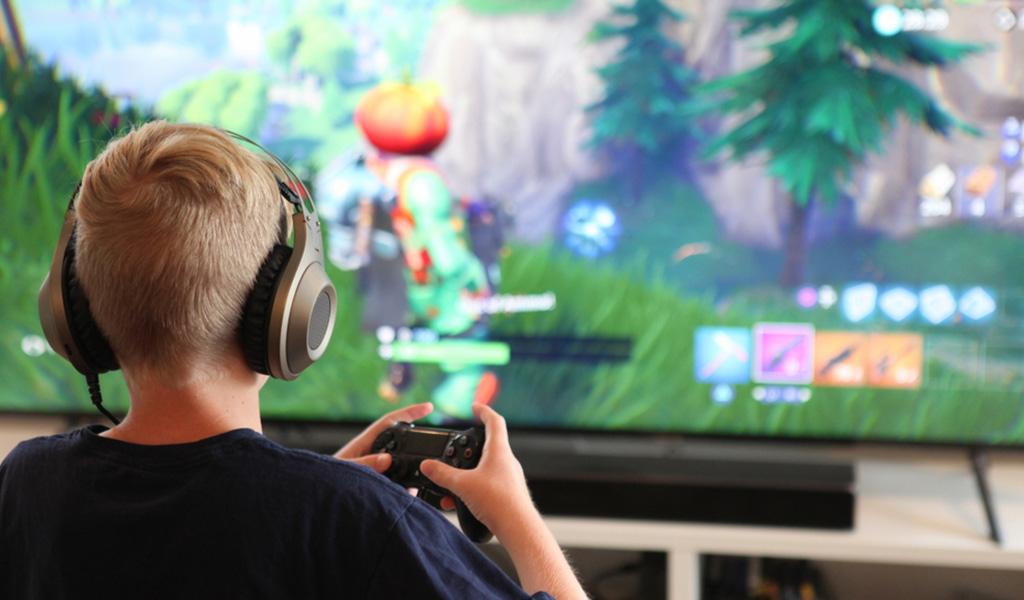 Fortnite hace posible jugar entre PlayStation y Xbox