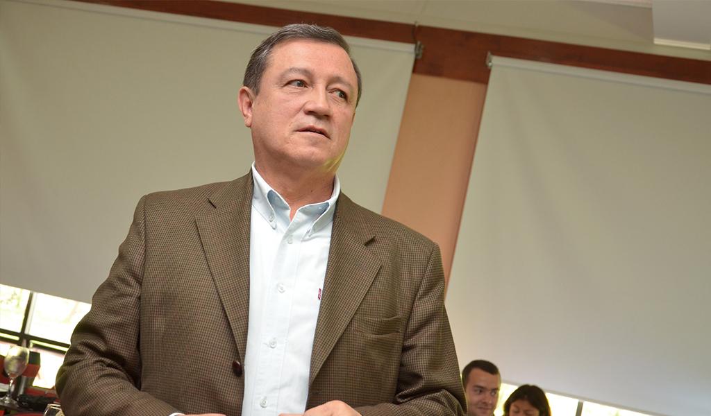 Macías pide extender a cinco años los periodos de gobierno