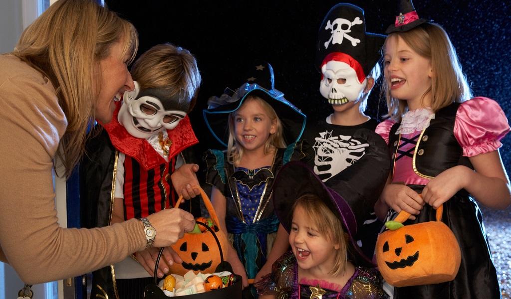Exceso en los dulces podría dañarle la noche de Halloween