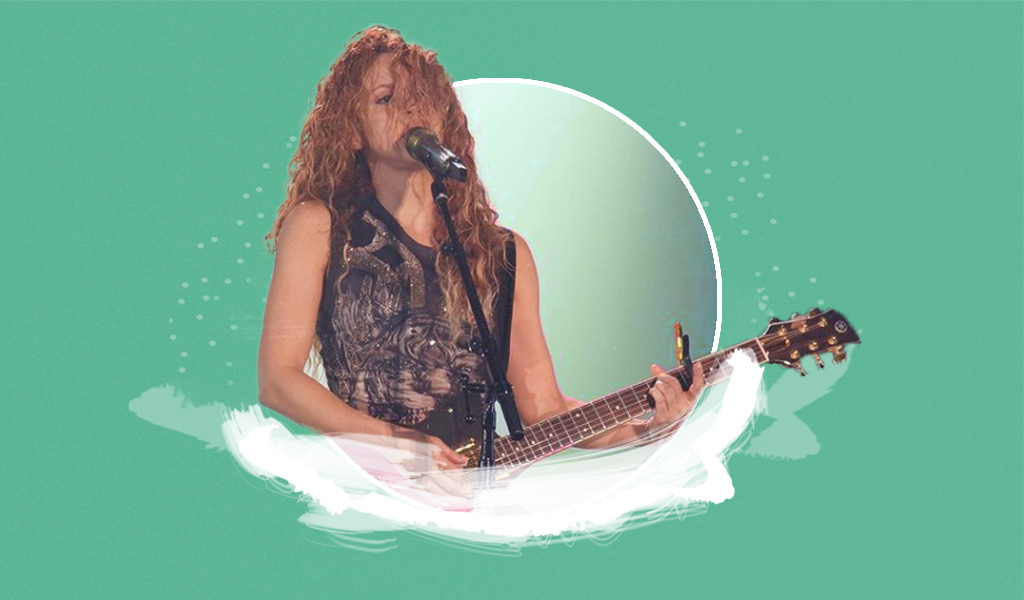 Seguidor se toma fotos con Shakira en pleno concierto