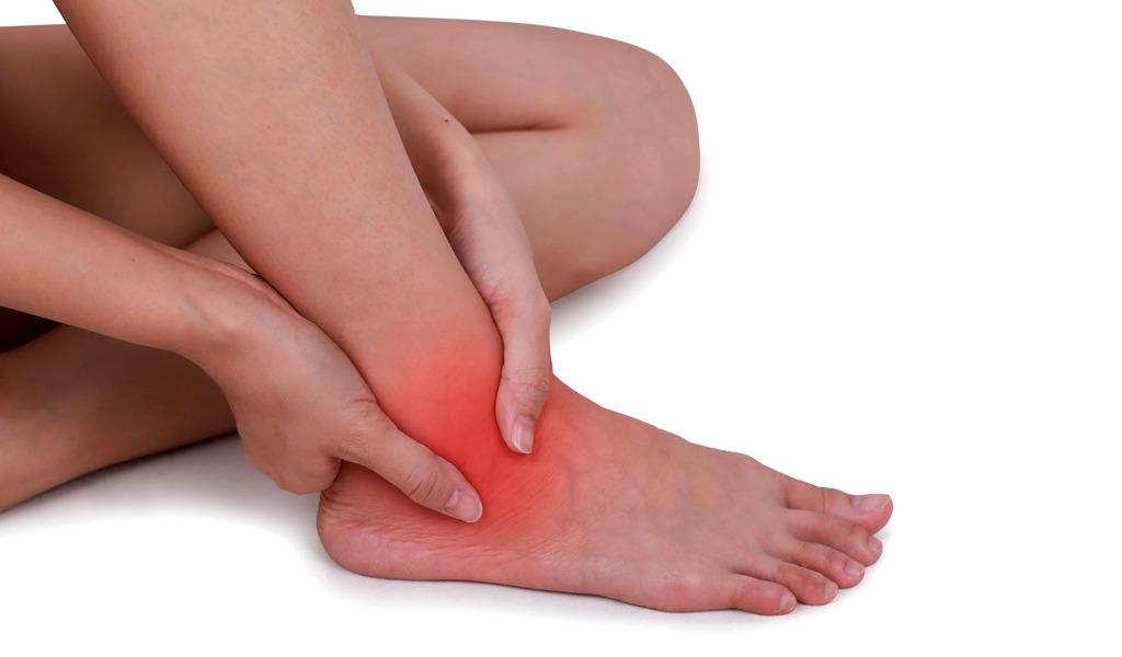 Por esto los esguinces de tobillo duelen después de la lesión