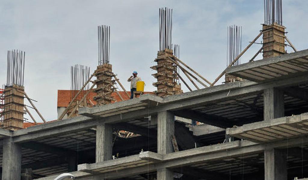 ¿Posible desfalco en construcción de megacolegios?