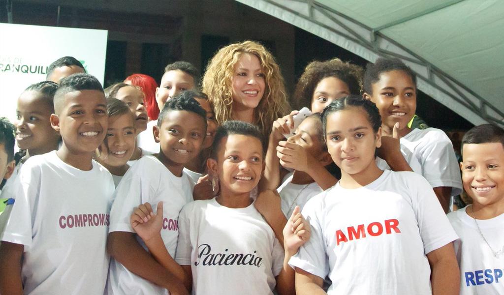 Shakira pide al Gobierno invertir en educación
