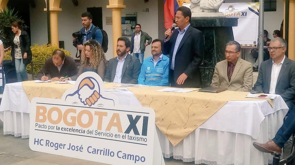 Se firma pacto por la excelencia del taxismo en Bogotá