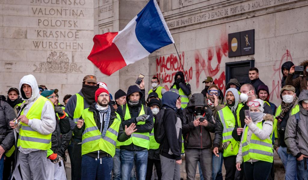 Arrestan a 95 personas durante protestas en París