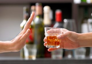¡Ojo! recomendaciones para no comprar licor adulterado