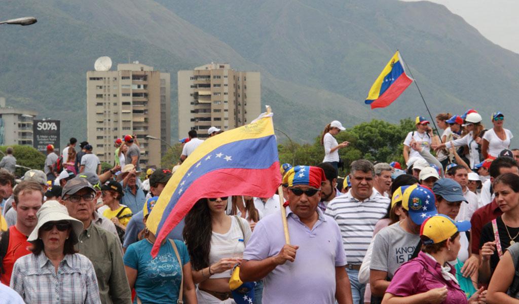 EE.UU. retira funcionarios de embajada en Venezuela