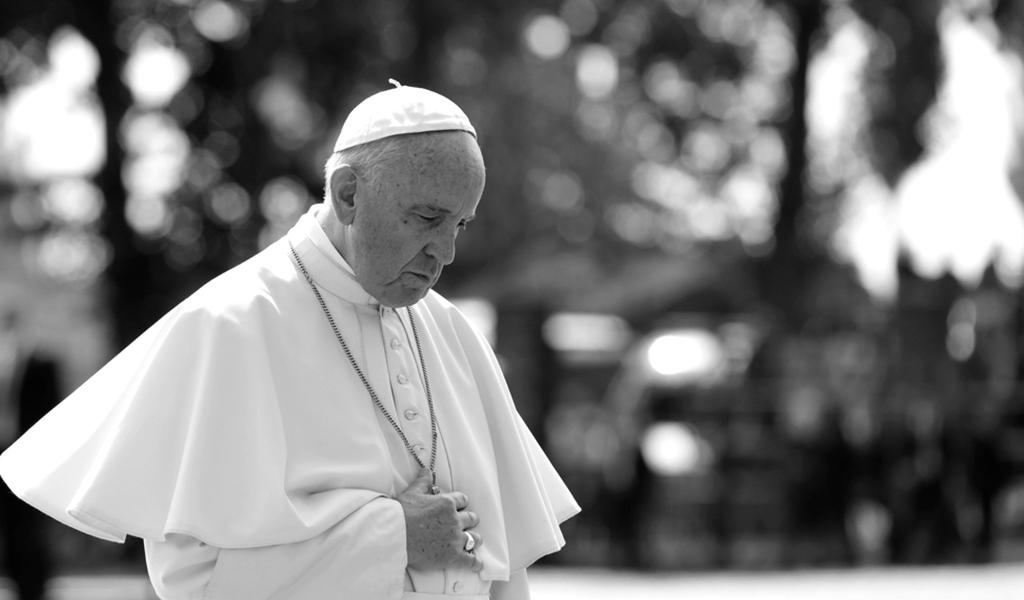 Sigo rezando por la paz en Colombia: Francisco