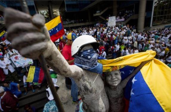 Ciudadanos protestan contra gobierno de Nicolás Maduro