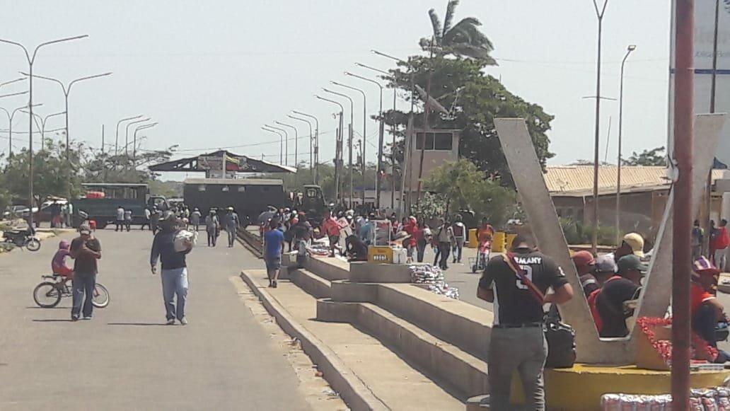 Venezuela envió tanques a frontera con Colombia