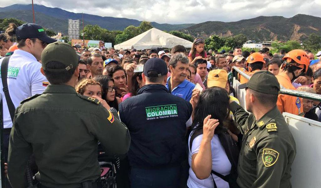 Colombia cierra frontera con Venezuela