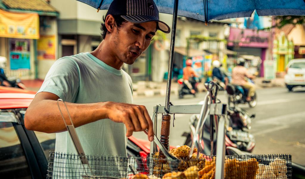 Duque sanciona ley que beneficia a vendedores informales