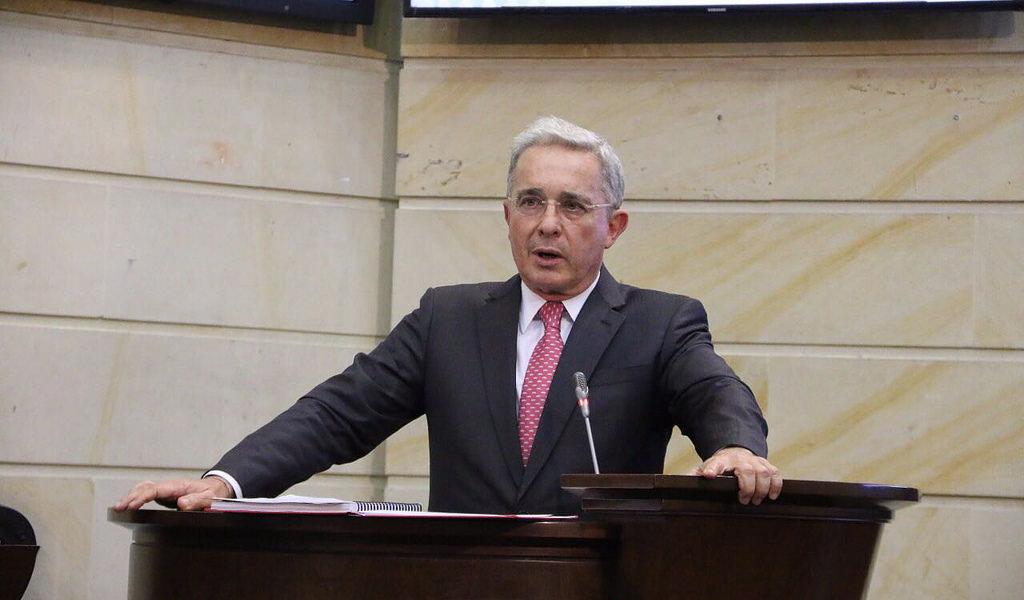 Uribe no apoya intervención militar en Venezuela