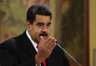 Maduro analiza privatizar el petróleo ante colapso económico