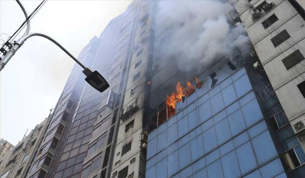 Al menos 19 muertos por incendio en Bangladés