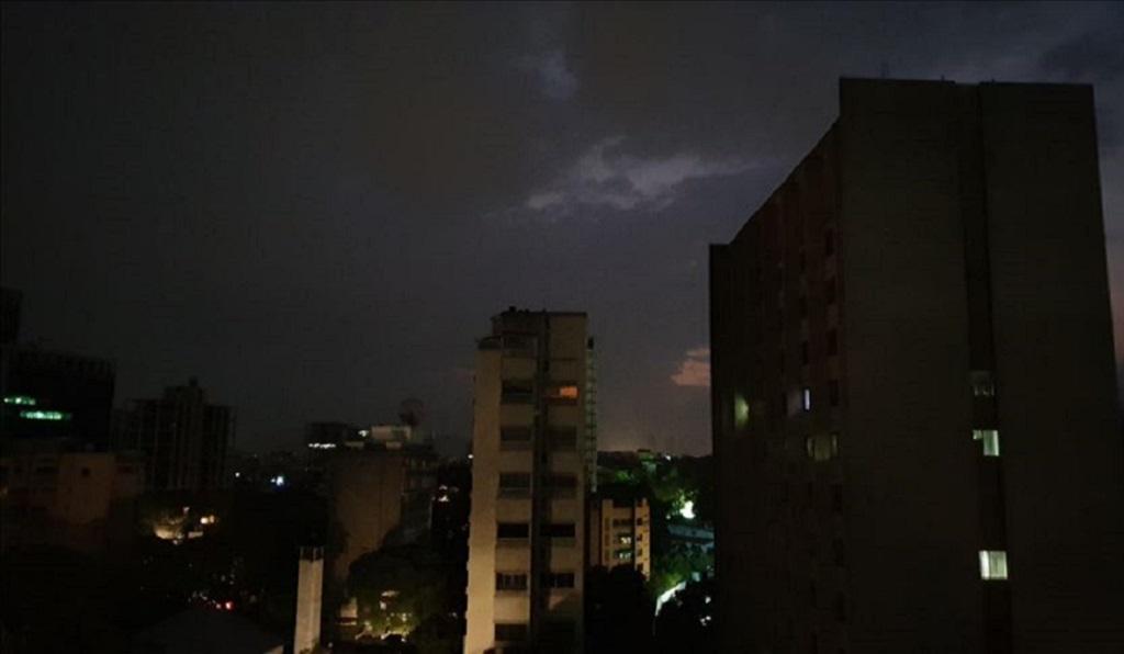 Caracas ya cumple más de 24 horas sin luz