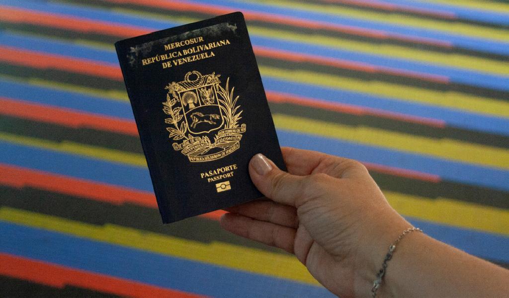 Colombia admitirá pasaporte vencido a venezolanos