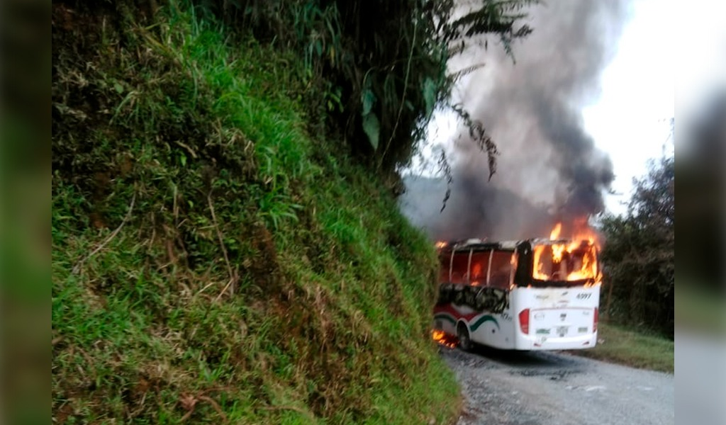ELN habría quemado bus en vía Medellín – Quibdó