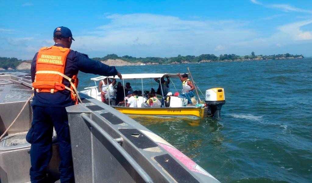Lancha varada con 19 pasajeros fue rescatada