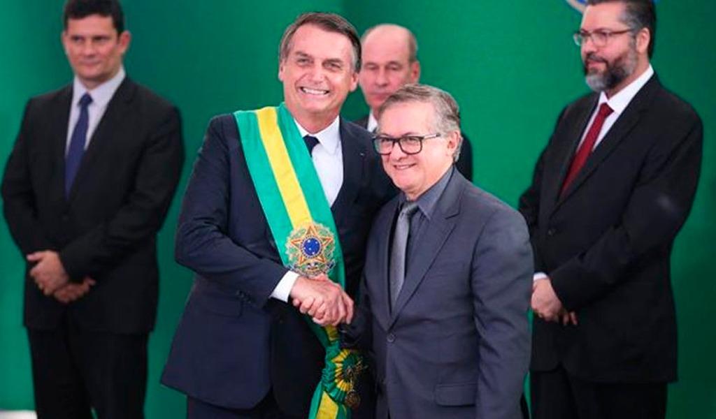 Brasil: Bolsonaro destituye a ministro colombiano