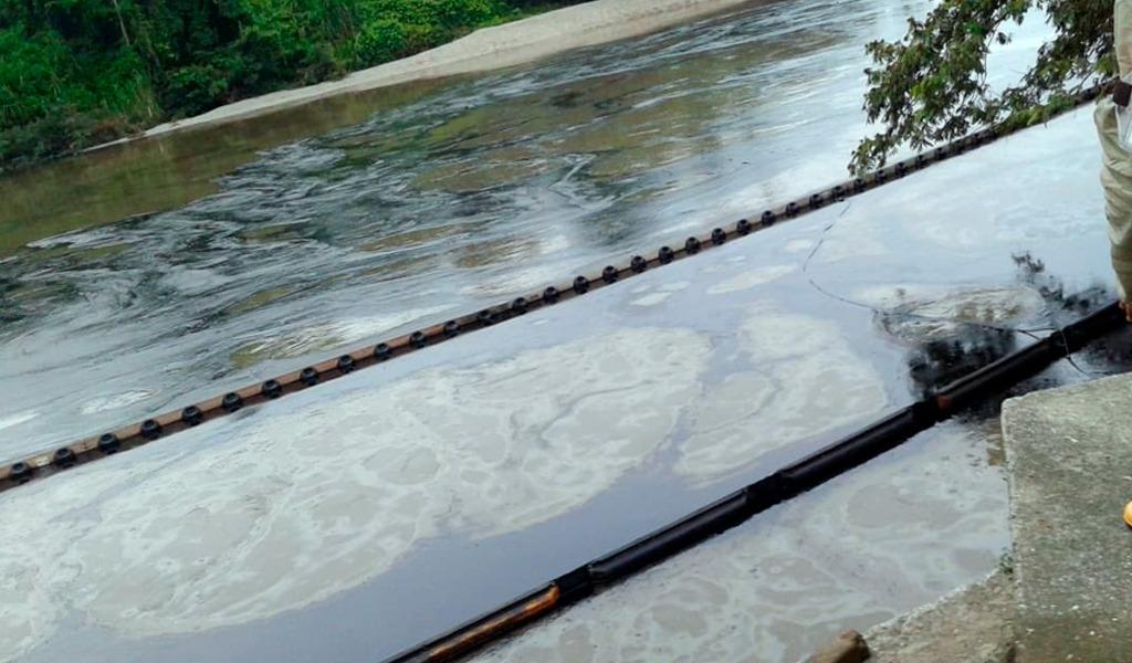 Río Tibú contaminado por atentado a oleoducto