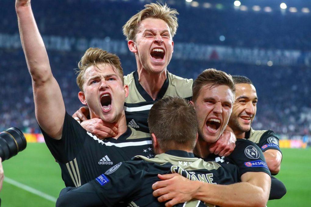 Este Ajax es un homenaje al fútbol solidario
