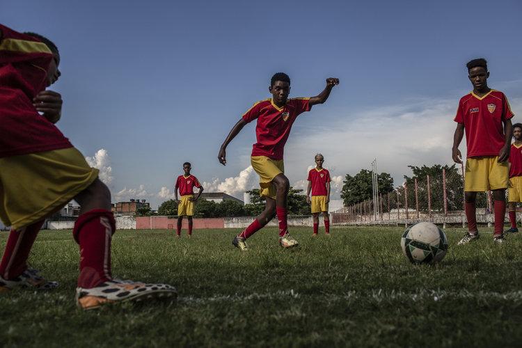 Niños brasileños, una mercancía más en la industria del fútbol