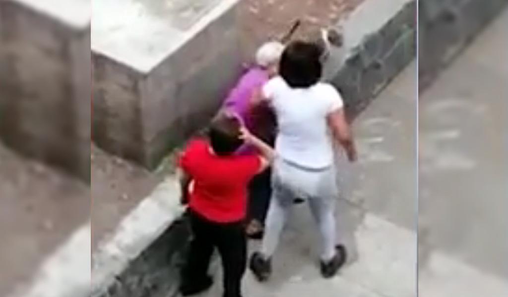 Abuela fue agredida por una joven en México
