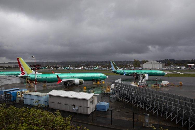 Con el 737 Max en tierra, Boeing suma problemas