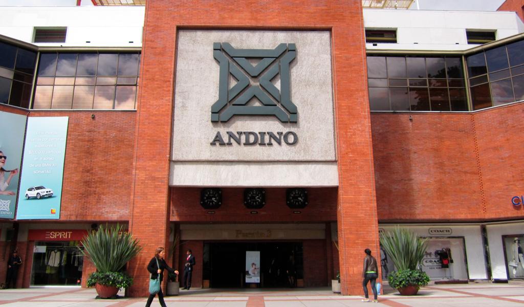 Denuncian caso de homofobia en CC. Andino