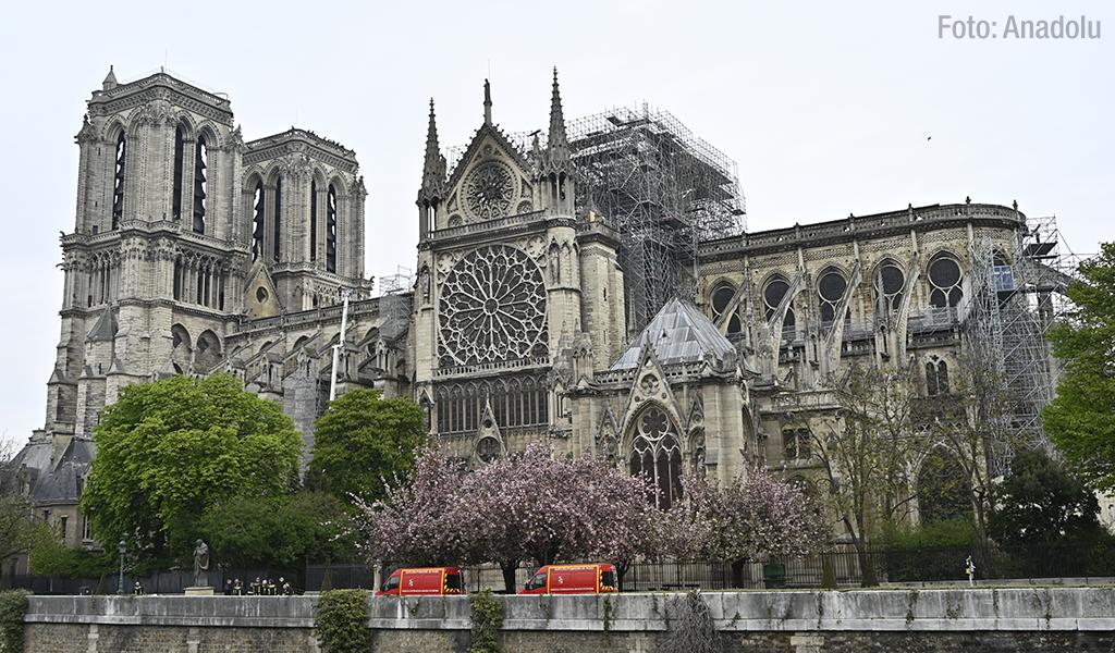 Trump ofrece ayuda para reconstruir Notre Dame