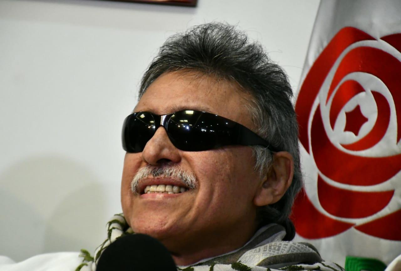 Santrich pide a Uribe comparecer ante la JEP