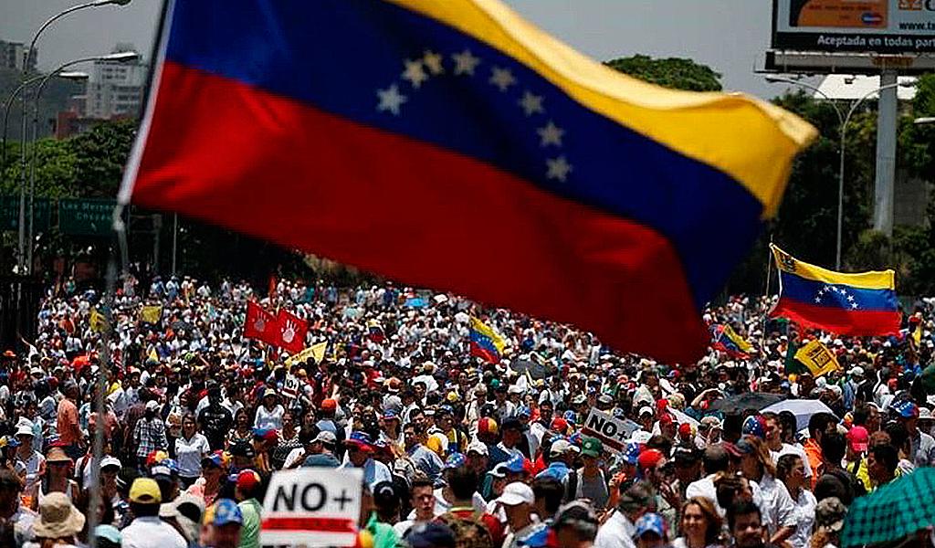 Venezolanos salen nuevamente a protestar este sábado