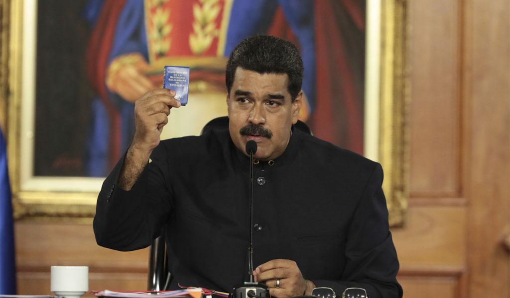 Maduro despliega tropas en frontera con Colombia