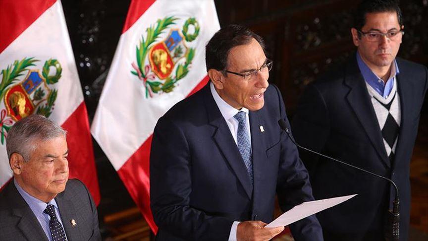 En Perú se movilizan en apoyo al anuncio de Vizcarra
